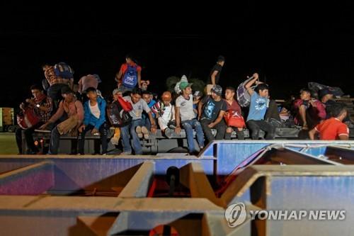 """""""험난해도 간다""""…중미 온두라스 캐러밴 1천명 미국행 시작"""