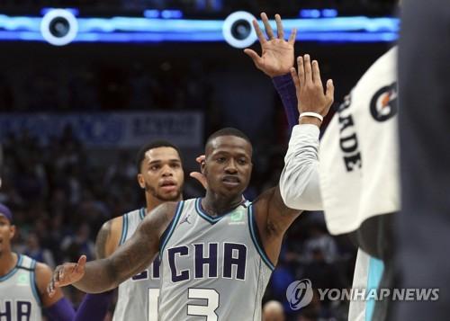 NBA 아데토쿤보, 자유투도 정상급…밀워키 5연승(종합)