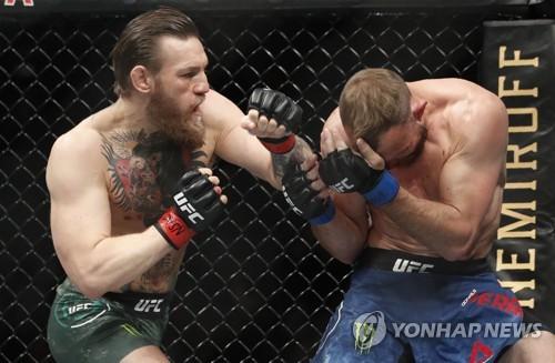 """UFC 맥그리거 """"역사를 만들었다""""…세로니에게 40초 TKO승(종합)"""