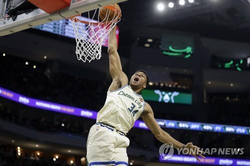 NBA 아데토쿤보, 트리플더블에 통산 1만점 돌파