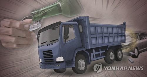 경인고속도로서 음주 운전 20대 몰던 승용차, 트럭과 충돌
