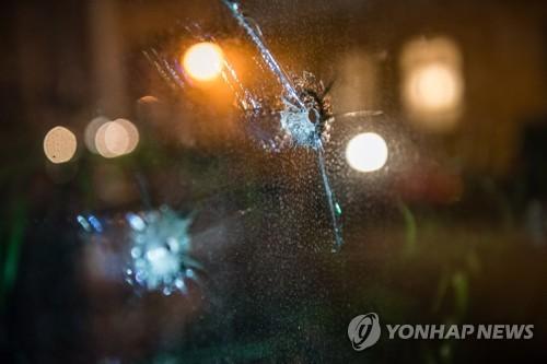 세네갈 출신 독일의원 사무실에 '총탄 구멍' 흔적