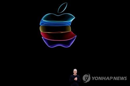 """트럼프, 아이폰 '잠금해제 거부' 애플 비난…""""당장 행동하라"""""""
