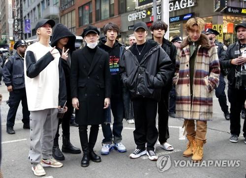 """세밑 美타임스스퀘어 점령한 BTS팬…""""광장 절반 채운다"""""""