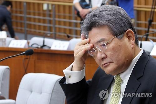 """롯데 """"민유성 전 산업은행장에 민·형사소송 등 검토"""""""