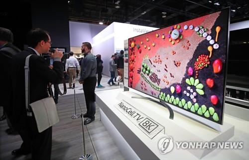 """""""CES 주력 TV 모델인데…"""" 시장 전망 암울해진 8K TV 패널"""