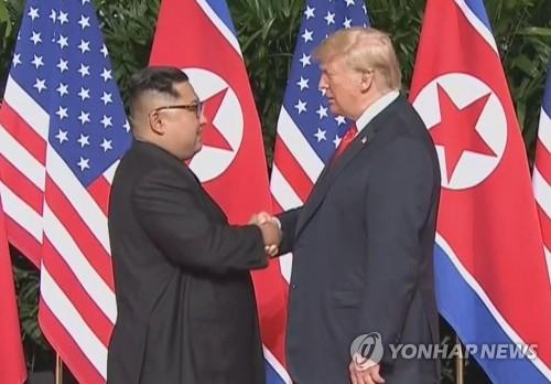 """트럼프, 첫 북미정상회담 앞두고 """"김정은, 대단한 골퍼"""" 칭찬"""