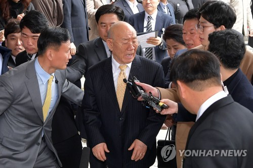 '전두환 형사재판' 부장판사 사직…재판 차질 예상(종합)
