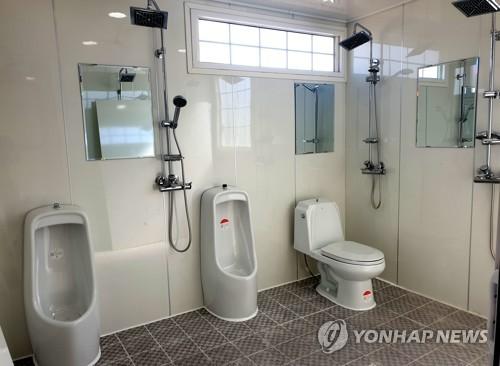 '화장실 납품 비리' 장흥군 공무원·업자 무더기 기소