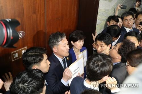 국회선진화법 위반 첫 기소…'패트 충돌' 정치인들 운명 기로에