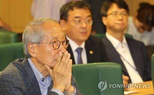 """윤여준, 안철수 향해 """"민주정치는 협업…마라톤은 혼자뛴다"""""""