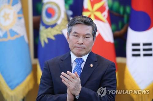 """정경두 """"안보 상황 녹록지 않아…힘을 통한 평화 뒷받침할 것""""(종합)"""