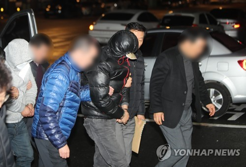 """'얼굴 없는 천사' 성금 훔친 2명 구속…법원 """"도망 염려"""""""