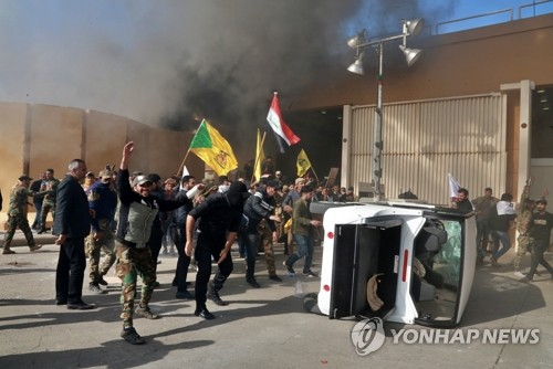 트럼프 '이라크 美대사관 공격' 강경대응…'제2의 벵가지' 악몽