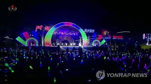 北, 올해도 대규모 새해맞이 축하공연…축포 터뜨리고 드론 날려(종합)