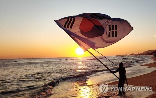 """""""반갑다! 새해야""""… 정동진·경포 동해안 해돋이명소 '인산인해'"""