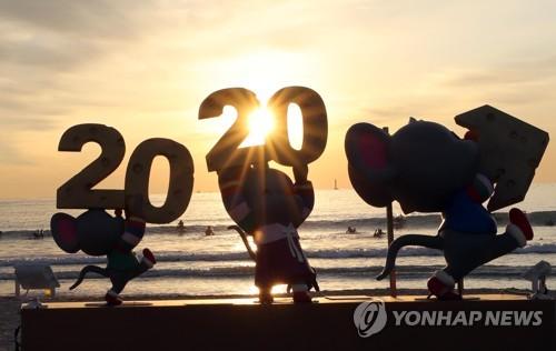 """與 """"개혁 고삐, 민생경제 활력""""…한국당 """"文정부 폭정 막겠다"""""""
