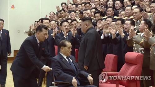 '북한 넘버3' 박봉주, 보름만에 공개활동…건강이상설 불식