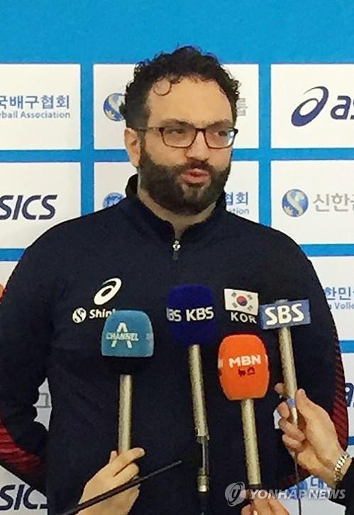"""""""최상의 상태…올림픽 티켓 꼭 따겠다""""…남녀배구대표팀 출국"""