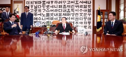 與, '수사권 조정법' 상정 연기 검토…한국당 의총 후 결정