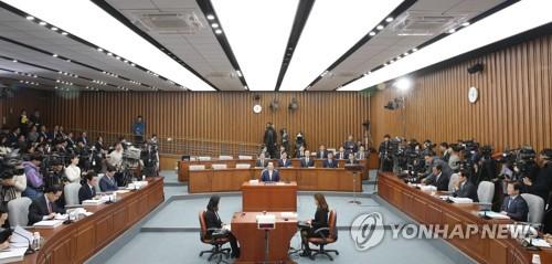 """""""與는 靑 출장소"""" vs """"朴정부 실패원인은 黃""""…丁청문회 공방(종합)"""
