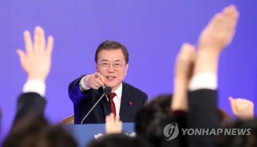 """文대통령 """"윤석열, 국민 신뢰…檢개혁 앞장서면 더 신뢰받을 것""""(종합3보)"""