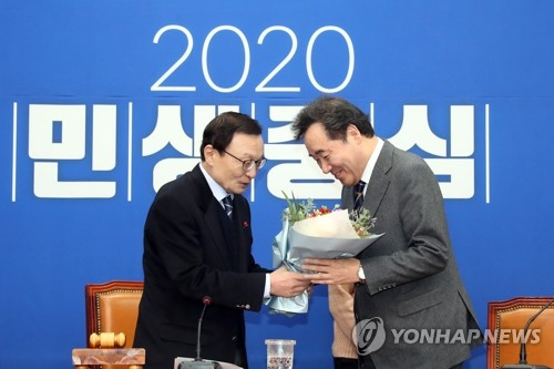 """6년만에 당 복귀한 이낙연 """"감개무량""""…이해찬 """"천군만마 얻어""""(종합)"""