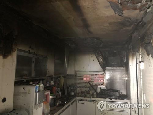 광주 북구 아파트 1층서 불…주민 20여명 연기 흡입(종합)