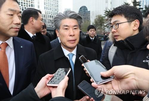 """윤종원 기업은행장, 세번째 출근 시도도 실패…""""기다리겠다"""""""