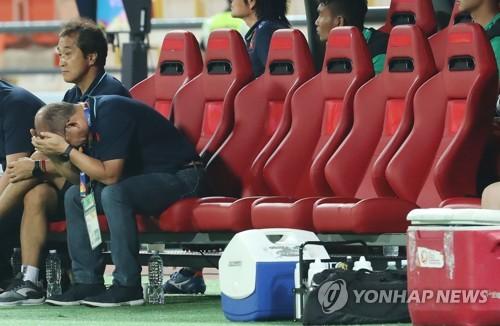 북한에 멈춘 '박항서 매직'…베트남 1-2 역전패로 '꼴찌 탈락'