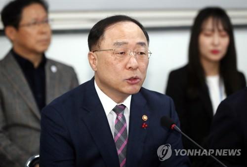 """홍남기 """"지난해 성장률·고용·분배 3대지표 '차선의 선방'"""""""