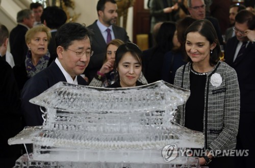 """박양우 장관 """"DMZ는 한국서만 경험할 수 있는 관광자원"""""""
