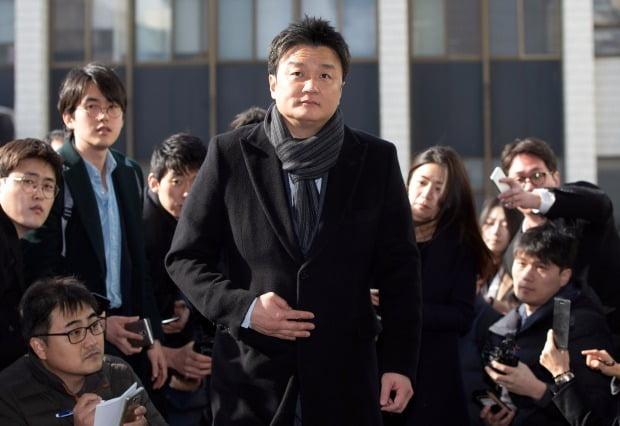 임우재 삼성전기 상임고문이 4일 오후 항소장을 제출하기 위해 수원지법 성남지원으로 들어서고 있다 /사진=연합뉴스