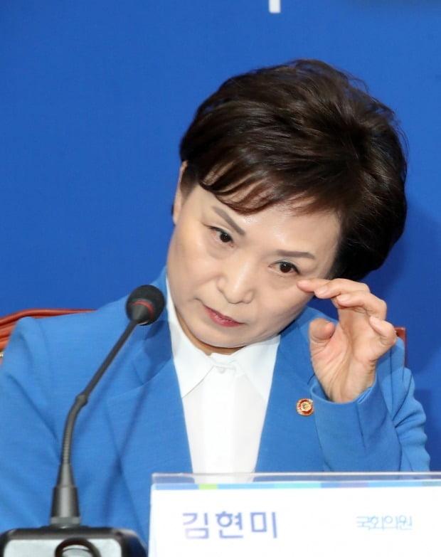 김현미 국토부 장관이 지역주민을 향한 부적절한 발언으로 논란에 휩싸였다. /사진=연합뉴스