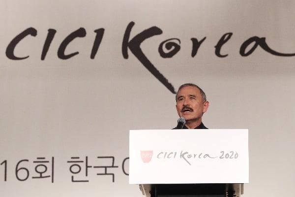 14일 오후 서울 강남구 코엑스인터컨티넨탈호텔에서 열린 '2020 한국이미지상 시상식'(CICI Korea 2020)에서 해리 해리스 주한 미국 대사가 축사를 하고 있다. 사진=연합뉴스