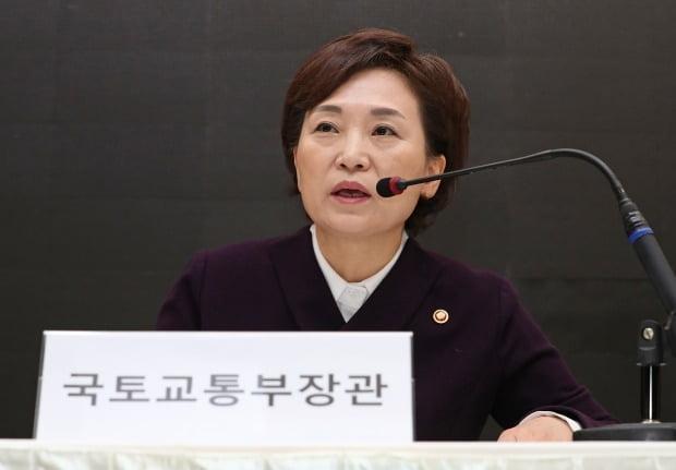 최근 막말로 논란을 빚은 김현미 국토부 장관이 지역 주민들에게 문자 사과를 전했다. /사진=연합뉴스