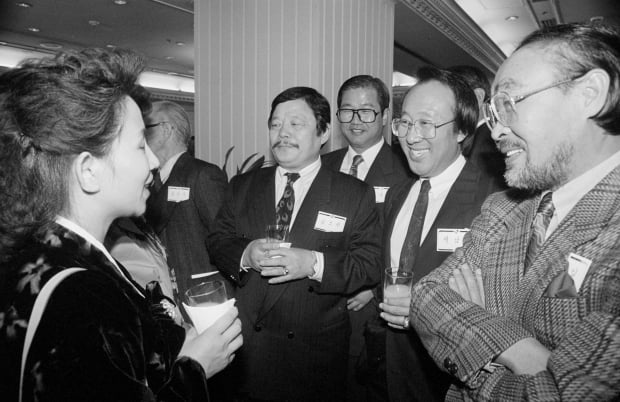 1990년 서울에 온 북한 공연단원들과 대화하는 이주일, 백남봉, 남보원/사진=연합뉴스