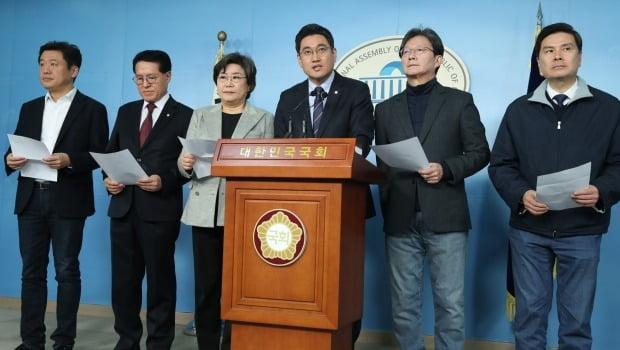 새로운보수당 의원들은 지난 23일 법무부 검찰 인사 발표 이후 국회 정론관에서 기자회견을 열고, 추미애 장관의 해임을 요구했다. /사진=연합뉴스