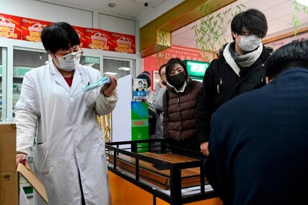 '우한 폐렴' 마스크 구입에 분주한 중국인들 (사진=연합뉴스)