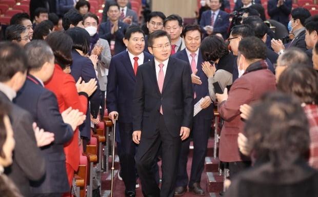자유한국당 황교안 대표가 30일 '2020 총선 필승 광역기초의원 워크숍'에 입장하고 있다. /사진=연합뉴스