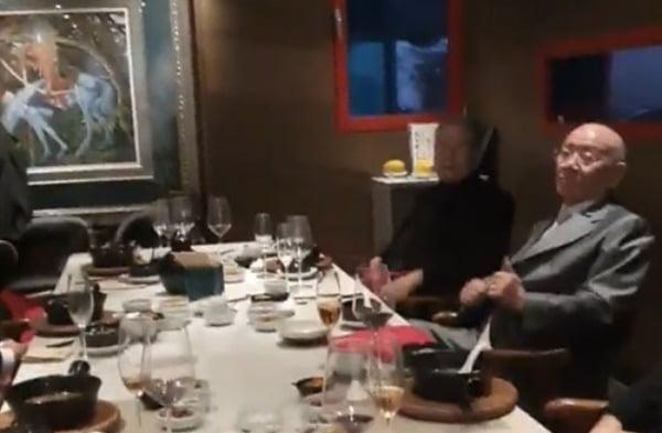 12·12쿠데타 40주년에 측근들과 오찬 가진 전두환 전 대통령. 사진=연합뉴스