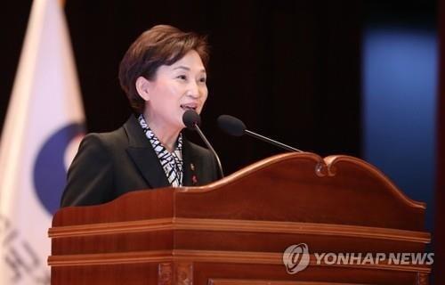 지역구에서 불출마를 선언한 김현미 장관(사지 연합뉴스)