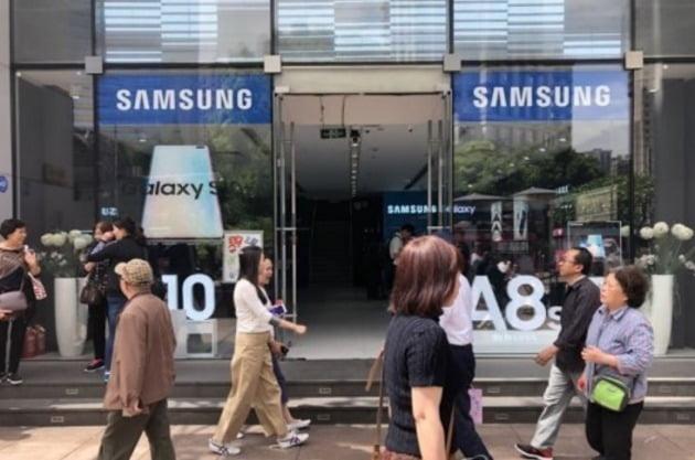 상하이 난징둥루의 삼성전자 스마트폰 매장[사진=연합뉴스]