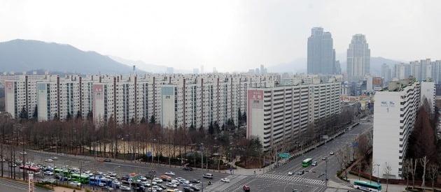 서울 대치동 미도아파트와 은마아파트. 뒤편엔 타워팰리스가 보인다. 한경DB
