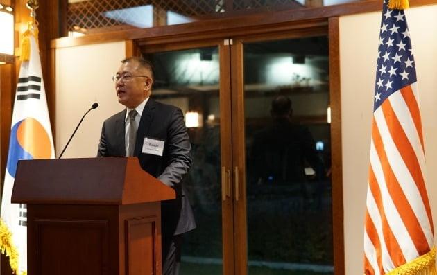 정의선 수석부회장이 한국 기업인을 대표한 건배사에서 양국의 우정과 신뢰의 중요성에 대해 강조하고 있다. [사진=현대자동차]