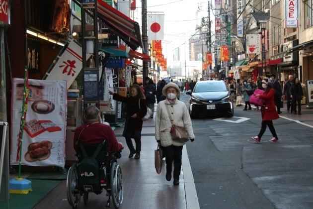 '노인들의 하라주쿠'로 불리는 도쿄 스가모 지역 풍경