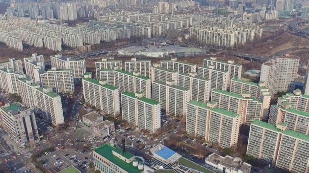 수직증축 리모델링을 추진하고 있는 서울 개포동 대치2차아파트. 한경DB