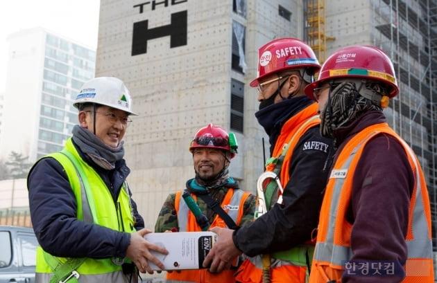 현대건설, 현장 근로자 2만여명에 마스크 무상 지급