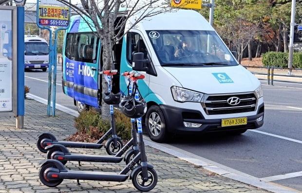 현대차-인천시 컨소시엄이 운영한 수요응답형 버스 I-MOD와 마이크로 모빌리티 서비스 I-ZET. 사진=현대자동차