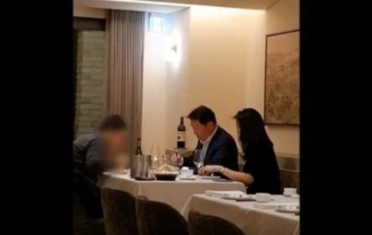 """최태원, 김용호 전 기자 고소…""""김희영 아닌 여성과 식사? 사실 아냐"""""""